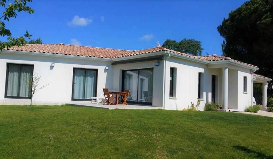 logis conseil construction colonnes terrasse maison contemporaine